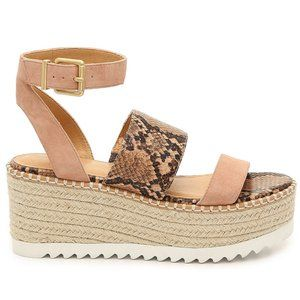 NWOB Crown Vintage Daylen Sandals